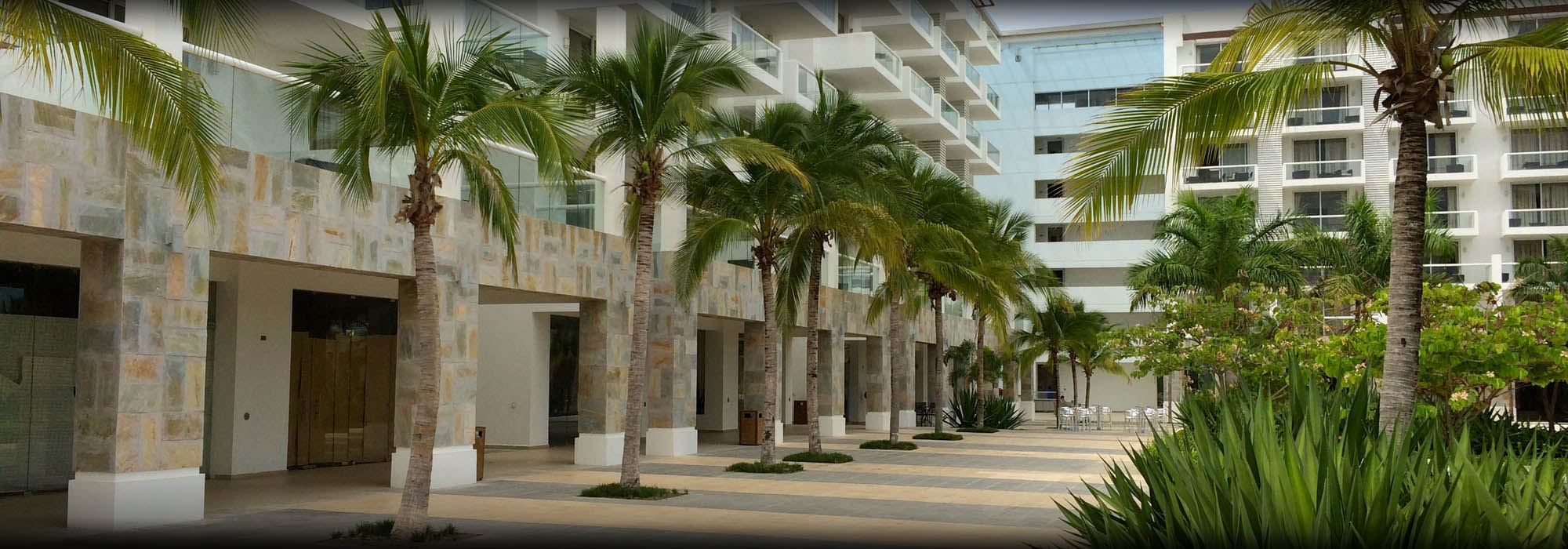 INCREDIBLE PRICE!! STUDIO IN TOWN CENTER