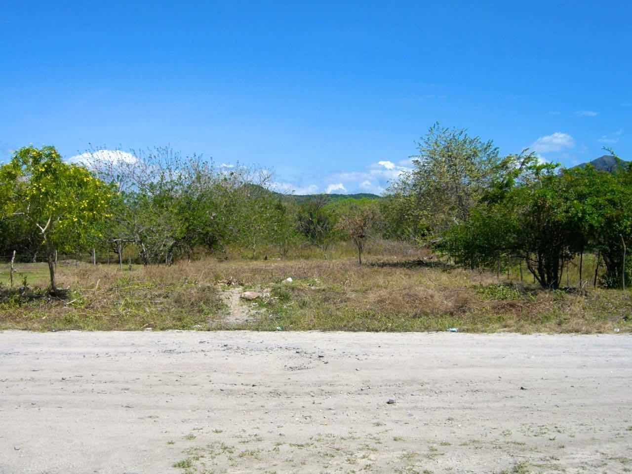 LOT ONLY 50 M FROM BEACH
