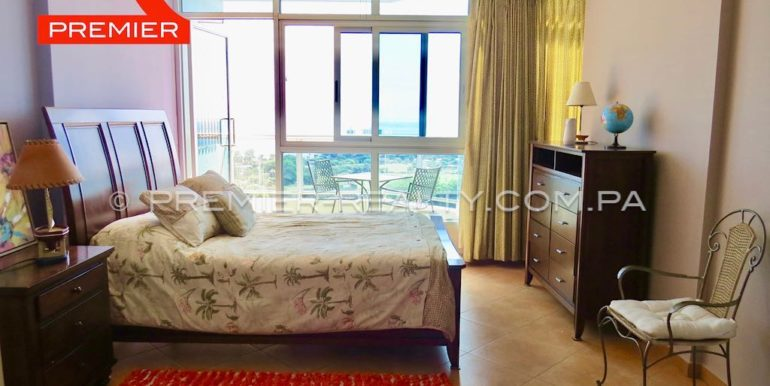 Double bedroom with ocean view balcony
