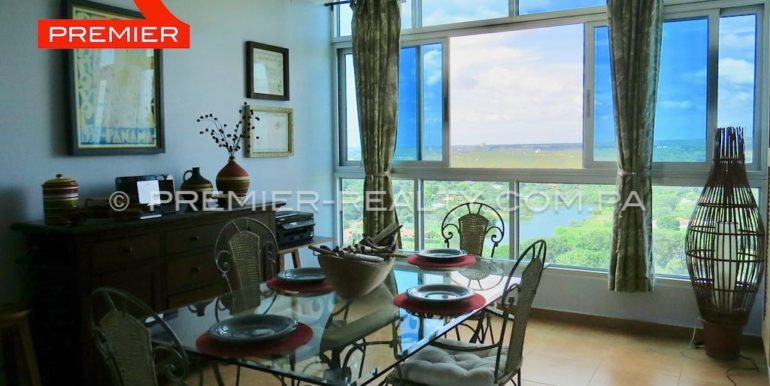 Dining room with Golf & lake view