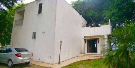 BEACHFRONT MODERN HOUSE