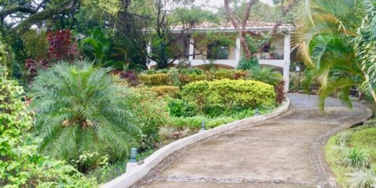 HOUSE 2 BR + SWIMMING POOL + STUDIO – ALTOS DEL MARIA