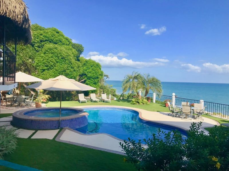 BEACHFRONT HOUSE WITH STUNNING VIEW – GREAT DEAL!
