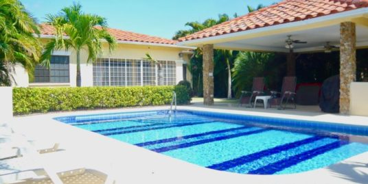 GORGEOUS 3 BEDROOMS HOUSE WITH POOL