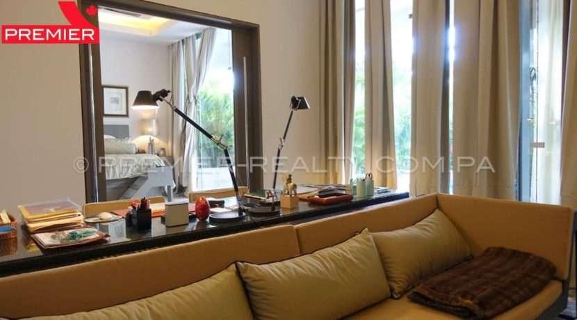 C1711-182 - 24 Real Estate Panama