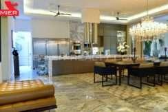 C1711-182 - 32 Real Estate Panama