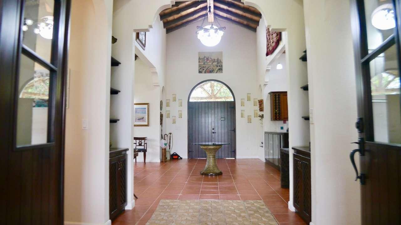 SPLENDID VILLA AND HOST HOUSES