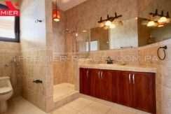 C1902-021 - 52 panama real estate