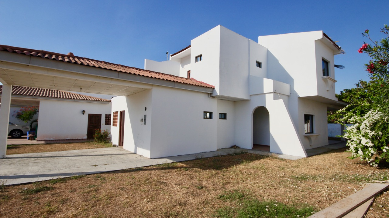 SEAFRONT VILLA WITH 4 BEDROOMS