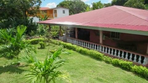 LARGE 5 BEDROOMS HOUSE IN CHAME