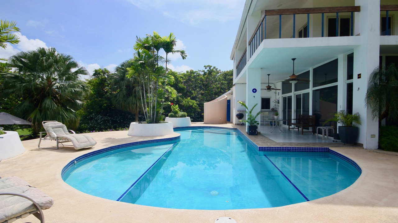 FAMILY VILLA WITH SWIMMING POOL NEAR OCEAN