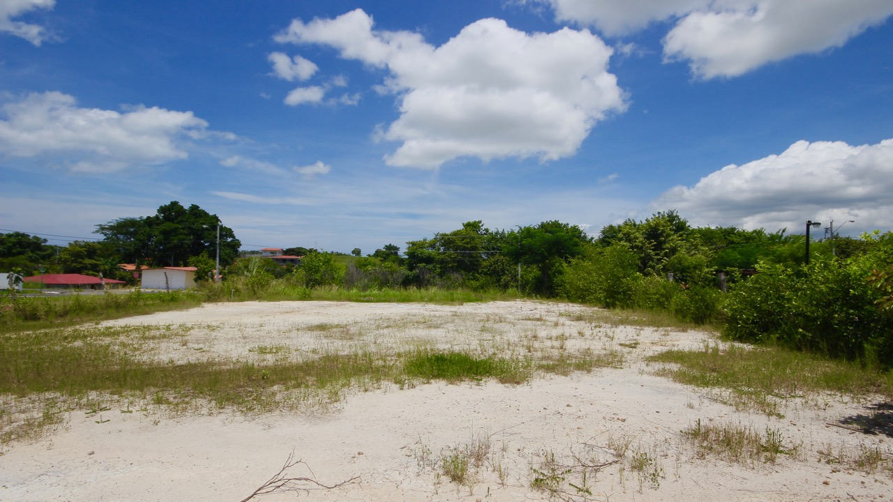 BUILDABLE LOT IN NEW RESIDENTIAL COMPLEX