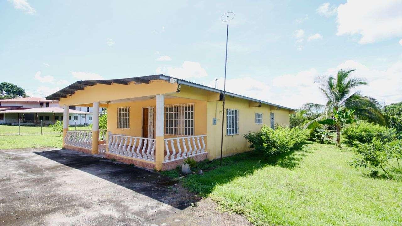 HOUSE AT LOS UVEROS –  PENONOME