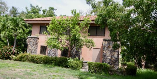 HOUSE IN PUNTA BARCO WITH HALF HECTARE