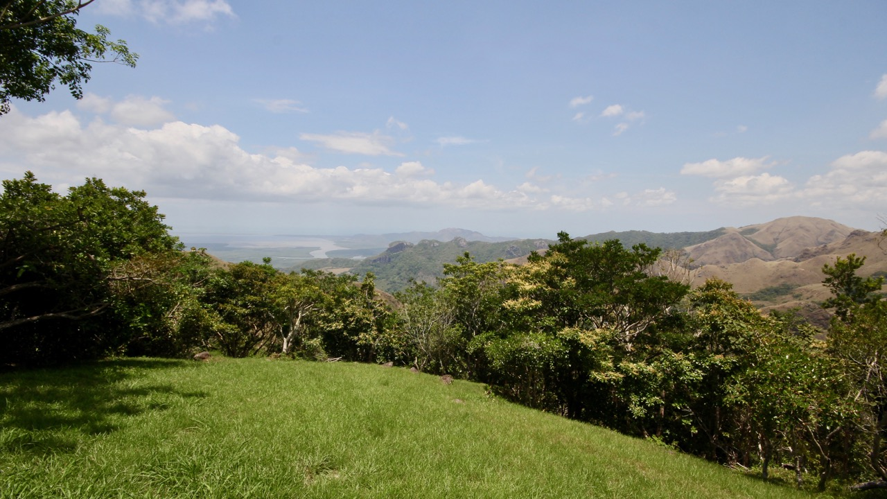 BEAUTIFUL MOUNTAIN LAND IN CAMPANA