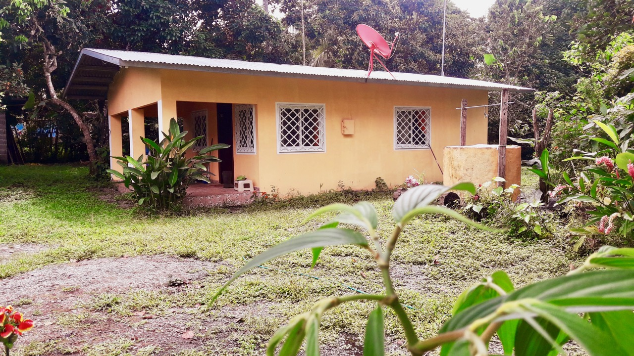 COUNTRY HOUSE WITH GARDEN IN LAS HUACAS